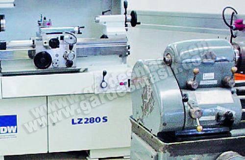 токарно-винторезный станок без ЧПУ - LZ 280 S