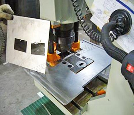 Прямоугольной штамп – высечка пазов в полке.2